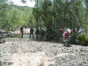 creek crossing.jpg (233124 bytes)